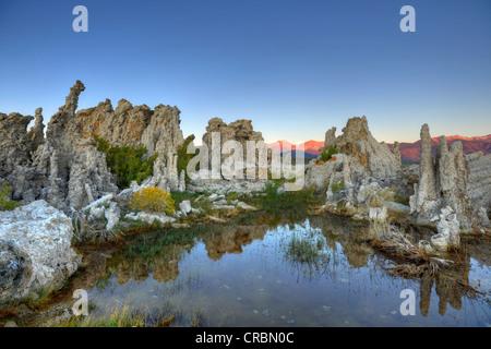 Dämmerung, Sonnenaufgang, Tuffstein Felsformationen, South Tufa Area, Mono Lake, ein Salzsee, Mono Basin und Range - Stockfoto