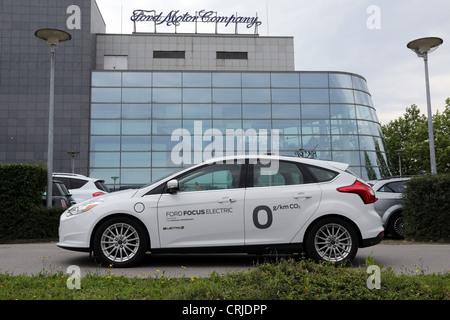 Ford Motor Company, Fords Forschung und Vorentwicklung Zentrum in Aachen/Deutschland. Vorne ist der Ford Focus ELECTRIC - Stockfoto