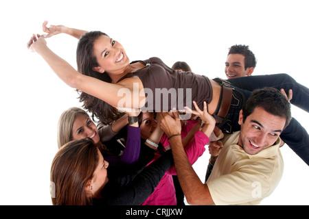 Glückliche Gruppe von Freunden, die Durchführung eines der Mädchen - Stockfoto