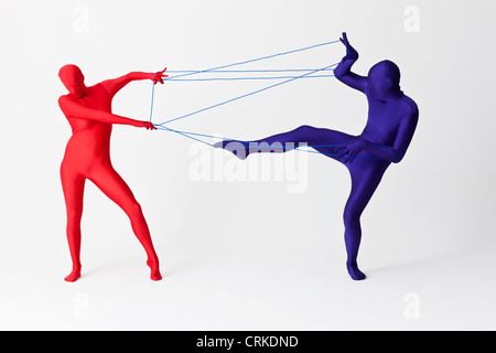 Paar in spielen mit String Bodys - Stockfoto
