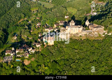 Luftaufnahme von Castelnaud Schloss (Schloss Castelnaud) in der Nähe von Sarlat in der Dordogne-Perigord Region - Stockfoto