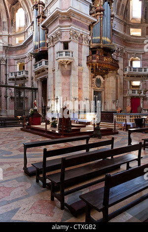 Basilika von Mafra Palast und Kloster in Portugal. Franziskaner Orden. Barock-Architektur. - Stockfoto