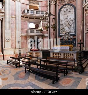 Querschiff Altar. Basilika von Mafra Palast und Kloster in Portugal. Franziskaner Orden. Barock-Architektur. - Stockfoto