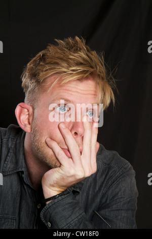 Junger Mann betonte - Stockfoto