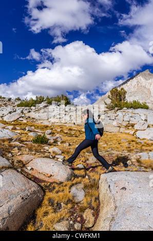 Wanderer im Dusy Basin, Kings Canyon Nationalpark, Kalifornien USA - Stockfoto