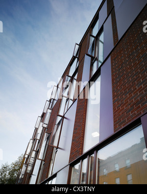 Lincoln Ort Bürogebäude, Dublin, Irland. Architekt: McCullough Mulvin, 2009. Ansicht der Fassade zeigt Ziegel Verkleidung - Stockfoto