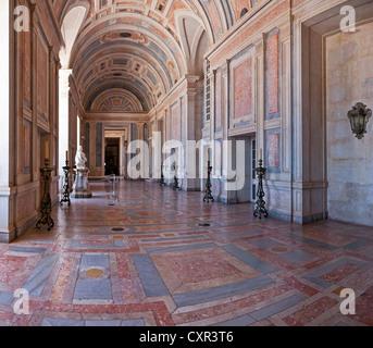 Segen-Raum der Nationalpalast von Mafra, Kloster und Basilika in Portugal. Franziskaner Orden. Barock-Architektur. - Stockfoto
