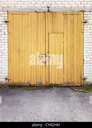 Engen gelben Garagentore - Stockfoto