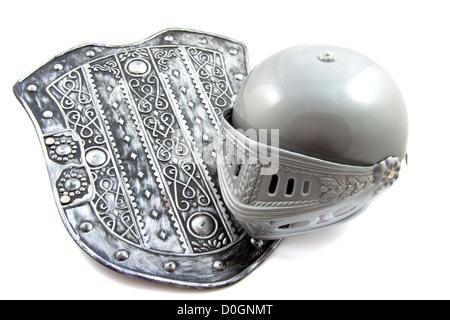 Krieger-Schild mit Vintage Helm isoliert auf weiß - Stockfoto