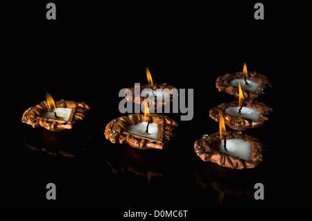 Nahaufnahme von Diwali Öllampen - Stockfoto