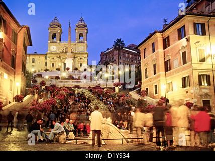 Die spanische Treppe an Nacht Rom Italien - Stockfoto
