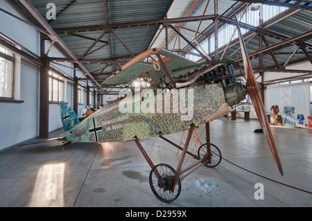 Rumpf von Halberstadt C.II WW1 deutscher Escort Kämpfer/Schlachtflugzeug, polnische Luftfahrtmuseum in Krakau, Polen - Stockfoto