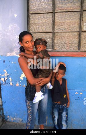 Kuba, Havanna. Family Portrait - Stockfoto