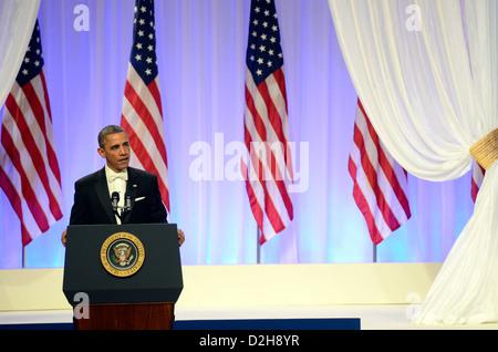 US-Präsident Barack Obama herzlich bei der Commander In Chief Ball im Washington Convention Center am 21. Januar - Stockfoto