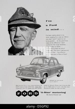 """Ford Motor Company """"Präfekt De Luxe"""" Auto Anzeige in Motor Sport Magazin, Juli 1957 - Stockfoto"""