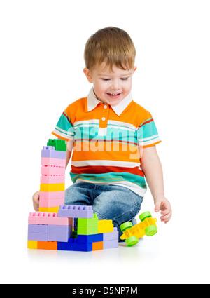 Kid Boy spielen mit Spielzeug isoliert auf weißem Hintergrund - Stockfoto