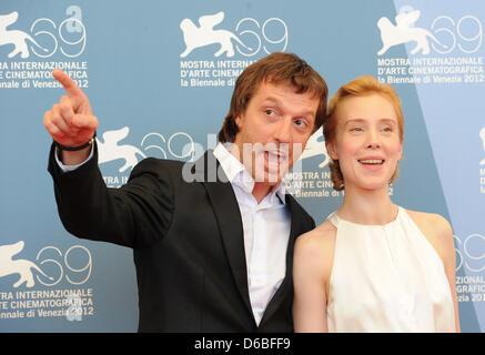 Dejan Lilic russischer Schauspieler und deutsche Schauspielerin Franziska Petri kommen für den Fototermin des russischen - Stockfoto