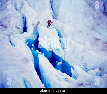 Luftbild-Eis-Kletterer-Hubschrauber unterstützt Northstar Trekking Eisfall blauen Pool auf Mendenhall Gletscher - Stockfoto