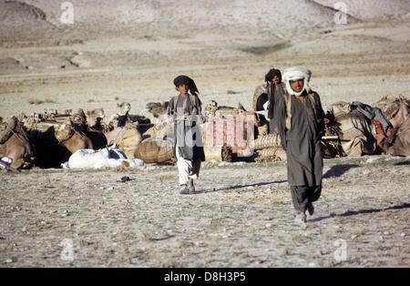 nomadische Männer in Afghanistan Wüste - Stockfoto