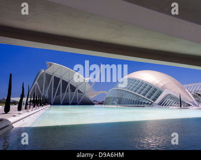 Valencias Ciudad de Las Artes y Las Ciencias, Spanien - das Hemisferic und Museo de Las Ciensias - Stockfoto