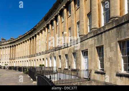 Georgische Häuser in Royal Crescent, Bath, England, UK - Stockfoto