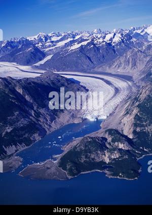 Luftaufnahme von McBride Gletscher fließen in Muir Inlet, Glacier Bay Nationalpark, Alaska. - Stockfoto