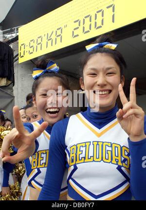 Japanische Cheerleader lachen während der Hauptprobe für die Eröffnungsfeier der Leichtathletik-WM 2007 im Nagai - Stockfoto