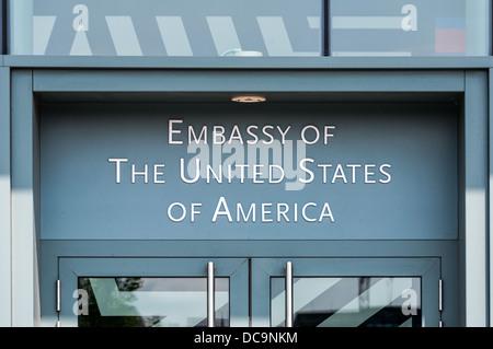 Eingangsschild der Botschaft der Vereinigten Staaten von Amerika in Berlin, Deutschland - Stockfoto