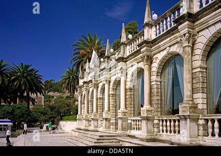 Loggia im Palasthotel in der mittelalterlichen Stadt Hvar auf der Insel Hvar, auf der dalmatinischen Küste von Kroatien - Stockfoto