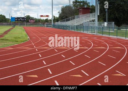Dieses Bild zeigt die neun Bahnen und starten um die lokalen Laufstrecke. - Stockfoto