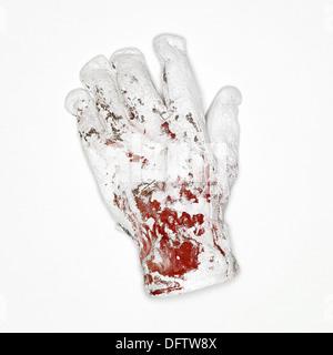 Roten Handschuh bedeckt in weißer Farbe auf weißem Hintergrund - Stockfoto