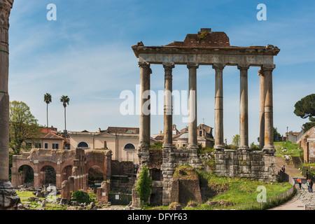 Das Forum Romanum mit dem Tempel des Saturn, Rom, Latium, Italien, Europa - Stockfoto