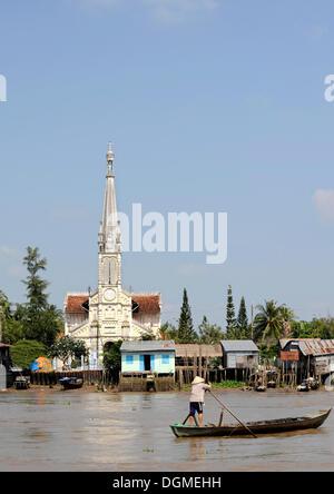 Kirche im Mekong-Delta im Co Chien River, Vinh Long, Cai sein, Süd-Vietnam, Vietnam, Südostasien, Asien - Stockfoto