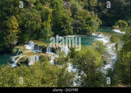 Wasserfälle im Nationalpark Krka, Skradin, Sibenik-Knin, Dalmatien, Kroatien, Europa - Stockfoto