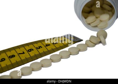 Maßband und Pillen - Stockfoto