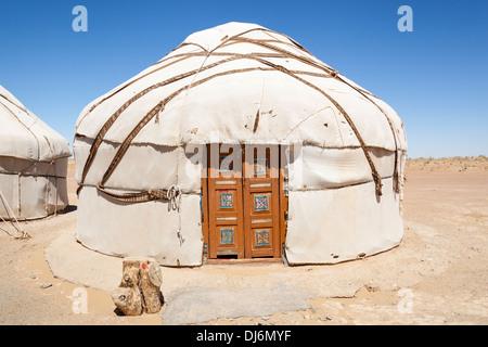 Eine Jurte, Ayaz Kala Yurt Camp, Ayaz Kala, Choresm, Usbekistan - Stockfoto