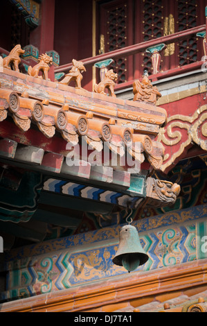Dachdetails in Yonghe-Tempel, auch bekannt als Yonghe Lamasery oder einfach Lama-Tempel in Peking, China - Stockfoto