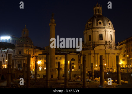 Santa Maria di Loreto, Trajans Säule und Santissimo Nome di Maria, Rom, Italien. - Stockfoto