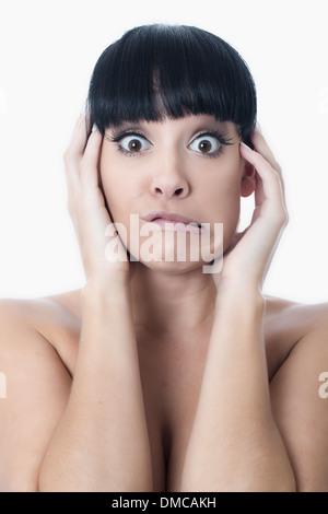 Verängstigte junge Frau - Stockfoto