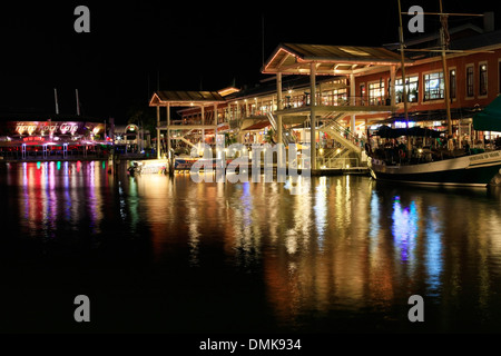 MIAMI, FL - Mai 8: Bayside Marketplace ist ein Festival Marketplace in Downtown Miami in der Nacht vom 8. Mai 2013, - Stockfoto