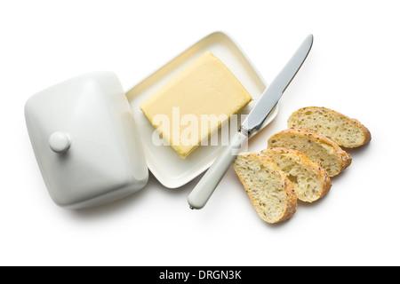 Draufsicht der Butter mit Brot in Scheiben geschnitten auf weißem Hintergrund - Stockfoto
