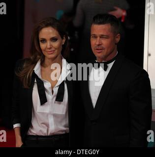 London, UK, 16. Februar 2014. Angelina Jolie und Brad Pitt besuchen die EE British Academy Film Awards 2014 an der - Stockfoto