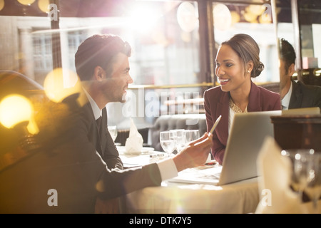 Business-Leute, die reden im restaurant - Stockfoto