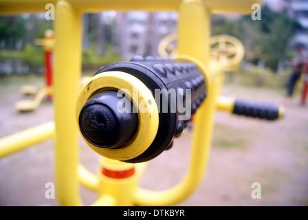 Fitness Equipment und Sport-Einrichtungen, in Chinas Wohngebiet - Stockfoto