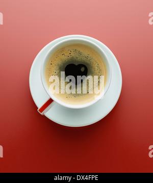 Espresso mit einer Herzform in der Mitte - Stockfoto
