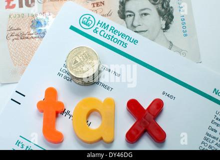 HMRC Einkommensteuer Dokument, London - Stockfoto