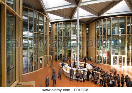 Interieur der Académie Folkestone in Kent von weltweit renommierten Architekten Foster und Partner und Buro Happold, - Stockfoto