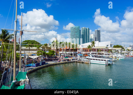 Der Uferpromenade am Bayside Marketplace in Downtown Miami, Florida, USA - Stockfoto
