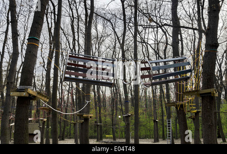 Fragment des Seils Sportanlagen im Adventure Park, Ecke in der Borisova Gradina, Sofia, Bulgarien - Stockfoto