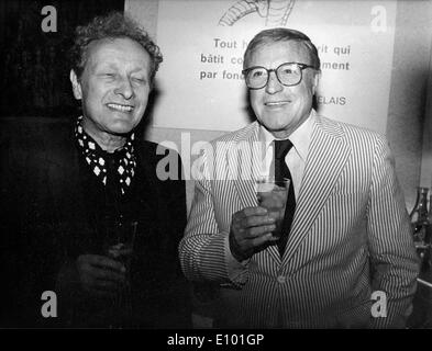 Gene Kelly und Jean-Louis Barrault an Presseempfang - Stockfoto